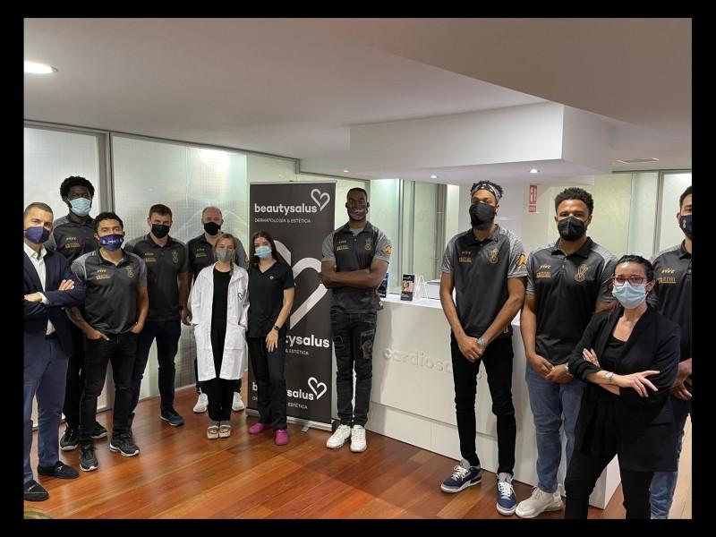 Real Murcia Baloncesto visita la nueva clínica de Cardiosalus